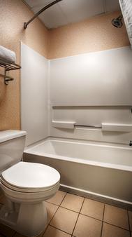 Best Western Plus Edison Inn - Garner - Bathroom