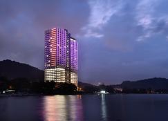 Lexis Suites Penang - Teluk Kumbar - Edifício