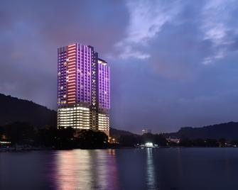 Lexis Suites Penang - Teluk Kumbar - Building