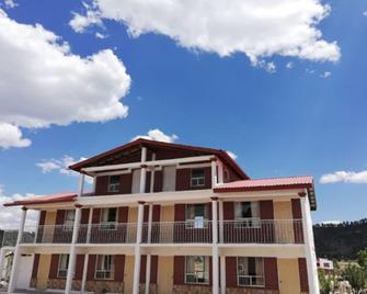 Hotel Real de Creel - Creel - Building
