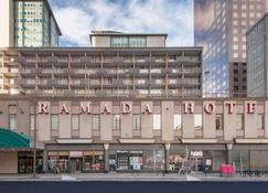 Ramada Plaza by Wyndham Calgary Downtown - Calgary - Bygning