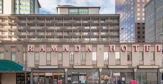 Ramada Plaza by Wyndham Calgary Downtown - คาลการี - อาคาร