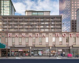 Ramada Plaza by Wyndham Calgary Downtown - Calgary - Edificio