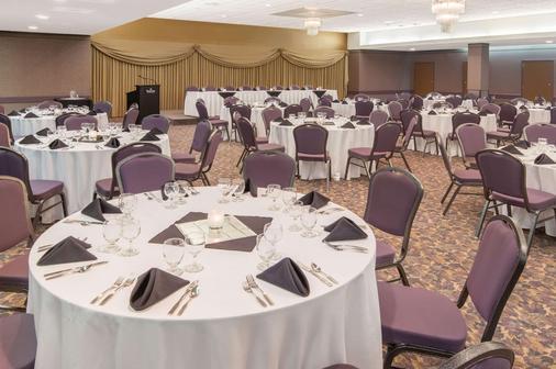Ramada Plaza by Wyndham Calgary Downtown - Calgary - Banquet hall