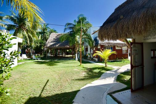 Golden Paradise Hostel - Holbox - Outdoor view