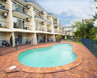 Bombora Resort - Coolangatta - Pool