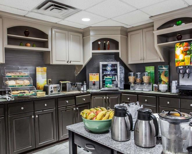 Quality Inn Florence Muscle Shoals - Florence - Buffet