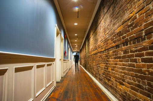 Cambie Hostel Gastown - Vancouver - Hallway