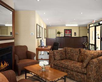Travelodge by Wyndham Trenton - Trenton - Obývací pokoj