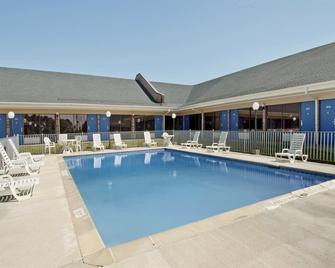 Americas Best Value Inn Forest - Forest - Pool