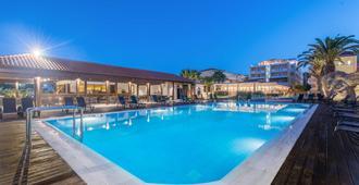 Galaxy Beach Resort, BW Premier Collection - Laganas - Piscina