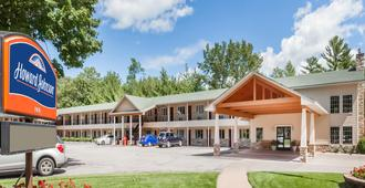 Howard Johnson by Wyndham Traverse City - Traverse City