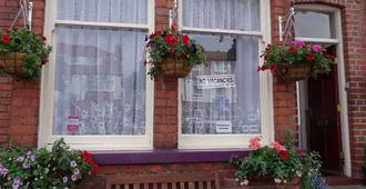 Sea Dogs Guest House - Scarborough - Rakennus