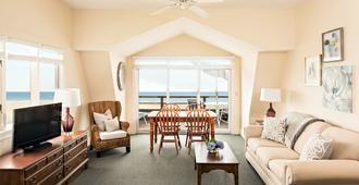 Chatham Tides - Chatham - Living room