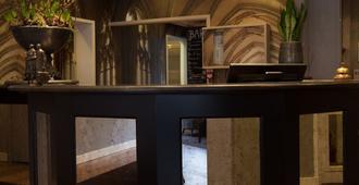 Malie Hotel Utrecht - אוטרכט - דלפק קבלה