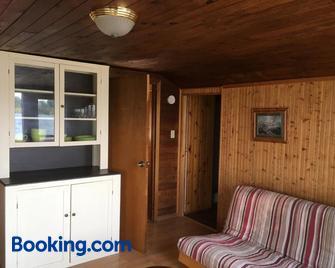 Merland Park Cottages - Picton - Living room