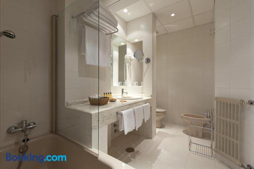 Hotel Moderno - Madrid - Bathroom