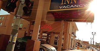 Admiral Inn by the Falls - Niagara Falls - Vista del exterior