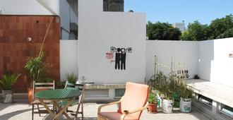 Sur Hostel - Colonia - Patio