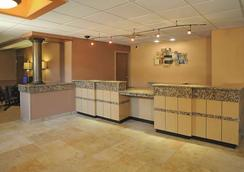 La Quinta Inn & Suites by Wyndham Springfield South - Springfield - Lobby