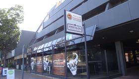 Adelaide Meridien Hotel & Apartments - Adelaide - Building