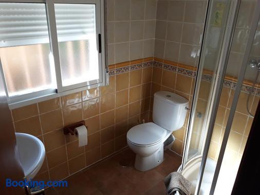 Complejo Recreativo Baños Del Sagrario - San Pablo de los Montes - Bathroom