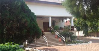 Four Villages Inn - Kumasi - Vista del exterior