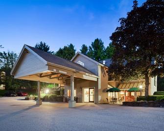 Best Western Inn & Suites Rutland-Killington - Rutland - Building