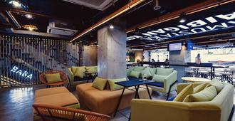 Bunk 5021 Hostel - Makati - Lounge