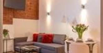 Manchester Arena Apartments - Manchester - Living room
