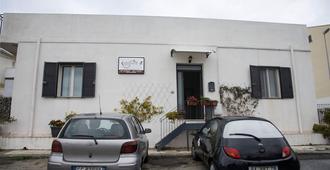 B&B Caffelletto-Papardo-Sperone - Messina - Building