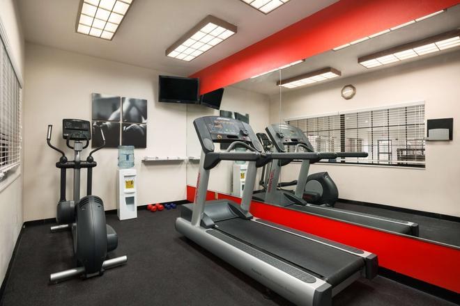 Country Inn & Suites by Radisson, Lubbock, TX - Lubbock - Gym
