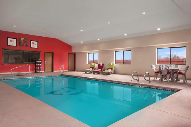 Country Inn & Suites by Radisson, Lubbock, TX - Lubbock - Pool