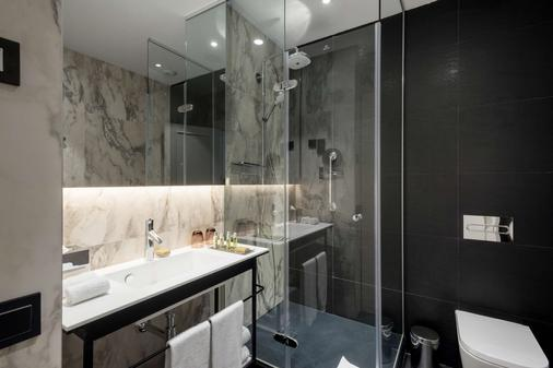 DoubleTree by Hilton Madrid-Prado - Madrid - Bathroom