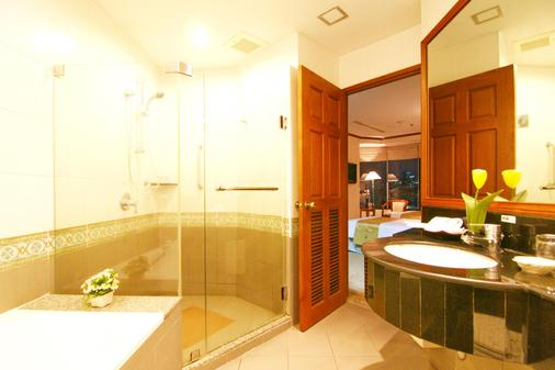 Grand Diamond Suites Hotel - Bangkok - Bathroom