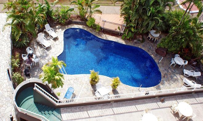 凱恩斯廣場飯店 - 凱恩斯 - 游泳池
