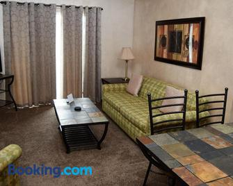 Multi Resorts at Eagles Nest - Branson West - Living room