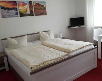 Hotel Pension Petra - Bad Zwischenahn - Bedroom