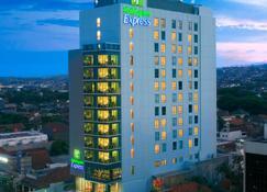 Holiday Inn Express Semarang Simpang Lima - Semarang - Toà nhà