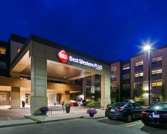 Best Western Plus Sawridge Suites - Форт МакМаррей - Building