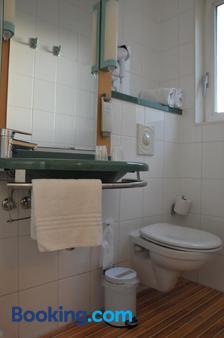 Ibis Antwerpen Centrum - Antwerp - Bathroom