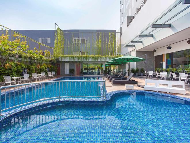 宜必思尚品錫卡龍飯店 - 勿加泗 - 游泳池