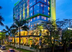 ibis Styles Cikarang - Bekasi - Κτίριο
