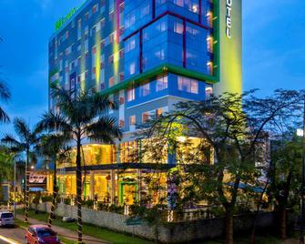 ibis Styles Cikarang - Bekasi - Gebäude