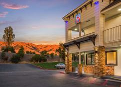 Motel 6 Fremont South - Fremont - Edificio