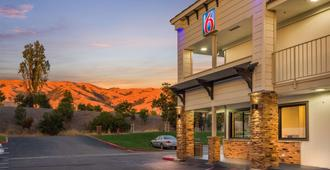 Motel 6 Fremont South - Fremont - Rakennus