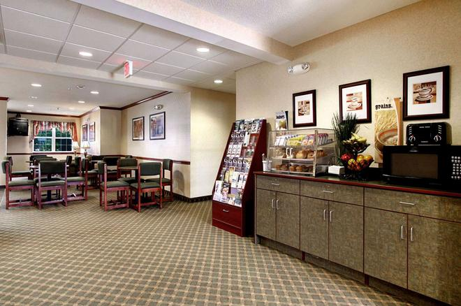 Microtel Inn & Suites by Wyndham Bridgeport - Bridgeport - Buffet