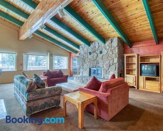 The Ponds at Buffalo Ridge - Silverthorne - Living room