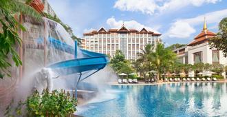 Shangri-La Hotel, Chiang Mai - Τσιάνγκ Μάι - Πισίνα