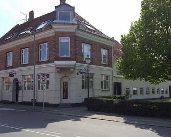 Sverres Hotel - Ronne - Building